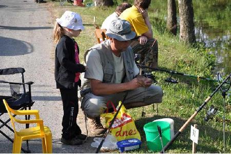 Tradiční rybářské závody dětí v lovu ryb na udici